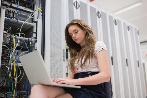 server room girl Почему платный хостинг Украина оптимален