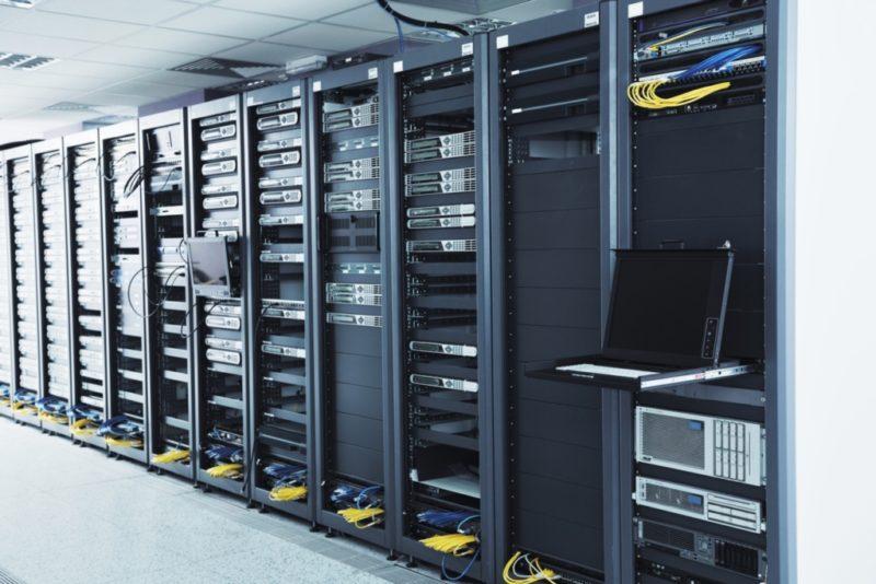 как поставить сервер на бесплатный хостинг